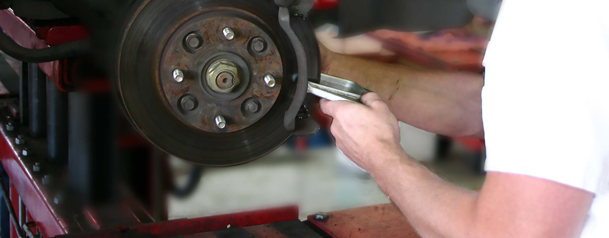 images/news/6753/6941/winter-safety-get-your-brakes-serviced-sommer-car-care.jpg